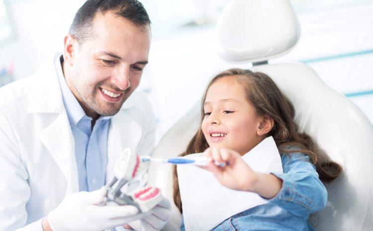 Abordagem de odontopediatras com seus pacientes.
